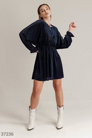 Расслабленное вельветовое платье