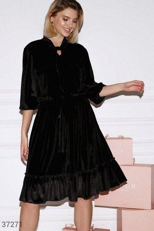 Бархатное платье с оборками