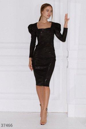 Платье-футляр с мерцающим эффектом