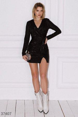 Черное платье-мини с драпировкой