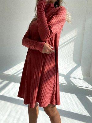 Платье-трапеция из трикотажа в рубчик