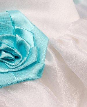 Белое нарядное платье для девочки с голубыми лентами Цвет: белый