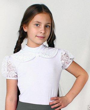 Джемпер(блузка) для девочки приталенного силуэта с гипюром Цвет: белый