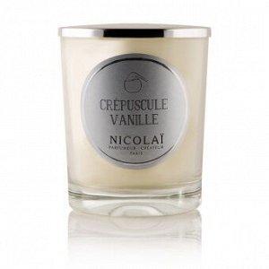 Свеча CREPUSCULE VANILLE (Сумеречная ваниль)  Комбинация ладана и ванили усилена нотками мандарина и корицы для создания знойной, томной, завораживающей атмосферы.