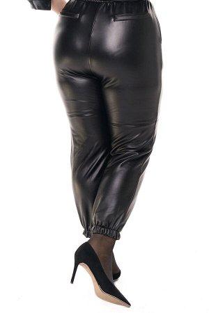 Брюки-3645 Модель брюк: Джоггеры; Материал: Искусственная кожа;   Фасон: Брюки; Параметры модели: Рост 168 см, Размер 54 Брюки кожаные утепленные с завышенной талией черные Универсальные и невероятно