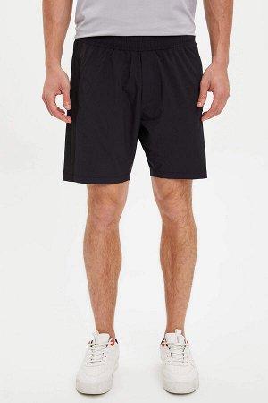 шорты Размеры модели: рост: 1,88 грудь: 99 талия: 80 бедра: 96 Надет размер: L Elastan 8%, Полиэстер 92%
