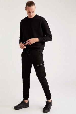 брюки Размеры модели: рост: 1,92 грудь: 96 талия: 80 бедра: 95 Надет размер: 32 Elastan 2%, Хлопок 98%