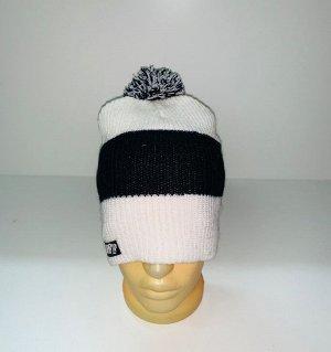 Шапка Бело-черная шапка с помпоном  №3913