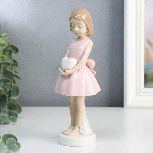 """Сувенир керамика """"Девочка в розовом платье с бантом, в руках сердце"""" 18х7,3х7,3 см"""