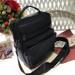 Мужская сумка Zoomland формата А5 из мягкой натуральной кожи с ремнем через плечо чёрного цвета.