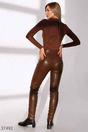 Кожаные брюки трендового оттенка
