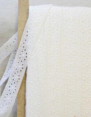 Шитье цв.молочный (общая ширина 35мм, ширина вышивки 35мм), хлопок-100%, батист