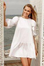 Легкое белое платье свободного кроя