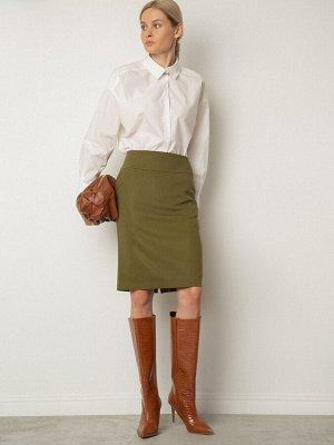 Юбка Состав ткани: Полиэстер 100% Описание модели Юбка-карандаш в модном оттенке хаки. Свободу шага обеспечивает разрез сзади в среднем шве. Модель с двумя вытачками сзади и широким поясом. Универсаль
