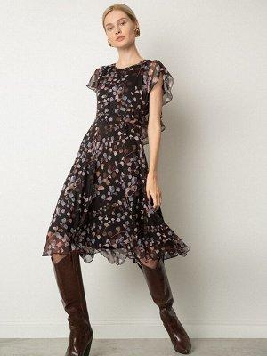 Платье Состав ткани: Полиэстер 100% Описание модели Воздушное платье приталенного силуэта и длины миди. Короткие рукава аккуратно переходят в воланы-крылышки, образуя V-образный вырез сзади. Модель с