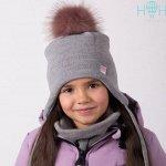 ШЗ20-02211781-7 Шапка зимняя с серо-розовым помпоном и маленьким сердечком, серый