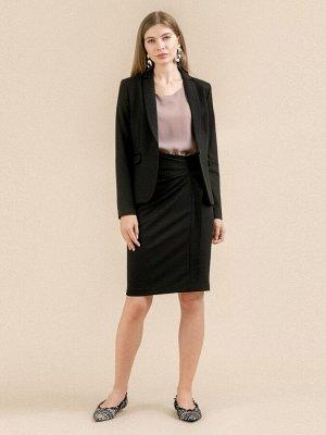 Юбка Состав ткани: Вискоза 60%, Полиэстер 37%, Эластан 3% Длина: 60 См. Описание модели Черная юбка с драпировкой. Зауженная модель до колен. Сбоку расположена потайная застежка-молния. Элегантная аси