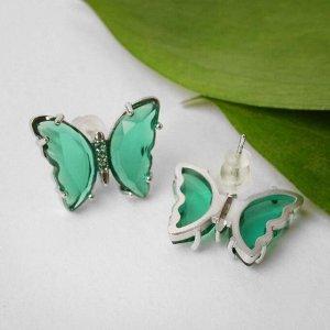"""Серьги со стразами """"Бабочки мини"""" прозрачные, цвет изумрудный в серебре"""