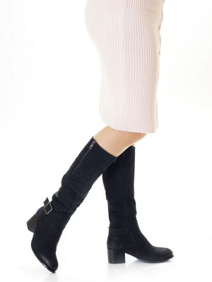Сапоги Страна производитель: Турция Полнота обуви: Тип «F» или «Fx» Вид обуви: Сапоги Материал верха: Нубук Материал подкладки: Натуральный мех Каблук/Подошва: Каблук Высота каблука (см): 5,5 Стиль: П