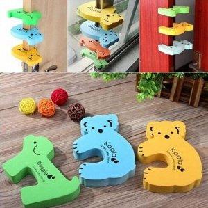 Стоппер Стопперы помогут обезопасить пальчики малыша от защемления дверью. При этом вы защитите и стены от удара двери. Их можно устанавливать на разную высоту, и регулировать промежуток между дверью