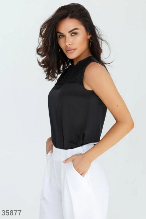 Черная блуза с изящной вышивкой