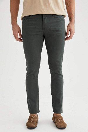 брюки Размеры модели: рост: 1,89 грудь: 100 талия: 81 бедра: 97 Надет размер: размер 32 - рост 32  Хлопок 67%,Elastan 3%, Полиэстер 30%
