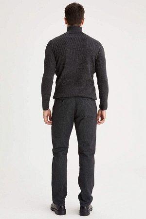 брюки Размеры модели: рост: 1,89 грудь: 100 талия: 81 бедра: 97 Надет размер: размер 32 - рост 32  Хлопок 67%,Elastan 2%, Полиэстер 31%