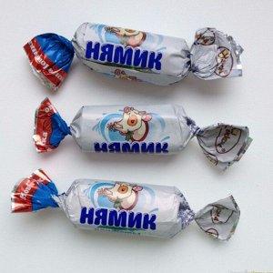 Нямик Чудесные конфеты с милым названием «Нямик» - это неглазированное лакомство с насыщенным молочным вкусом. Конфета выглядит очень аппетитно: молочная белая начинка обернута в бежевую ванильную мас