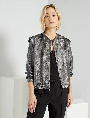 Легкая куртка серебристого цвета