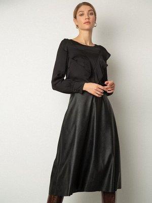 Блузка Состав ткани: Полиэстер 77%, Вискоза 20%, Эластан 3% Длина: 62 См. Описание модели Чёрная блузка прямого силуэта станет отличным офисным вариантом. Полукруглый вырез, длинные рукава с манжетами