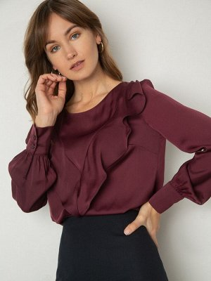 Блузка Состав ткани: Полиэстер 77%, Вискоза 20%, Эластан 3% Длина: 62 См. Описание модели Блуза винного оттенка для ваших осенних образов в глубоких тонах. Летящий силуэт, полукруглый вырез, акцентные