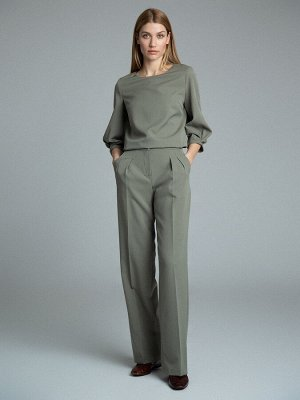Брюки Состав ткани: Вискоза 60%, Полиэстер 37%, Эластан 3% Длина: 112 См. Описание модели Современная классика: прямые брюки с защипами. Пастельные тона, удобная посадка, по бокам расположены карманы.