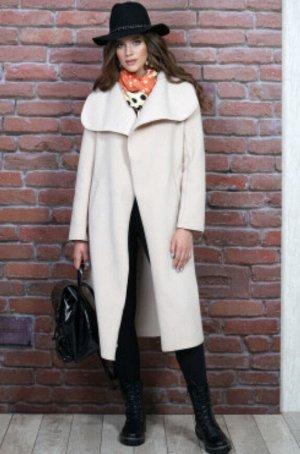 Пальто Пальто прямого силуэта с запахом, с завязывающимся поясом, с втачными рукавами, с цельнокроеным отложным воротником. Перед с боковыми прорезными карманами с листочкой с втачными концами. Рукава