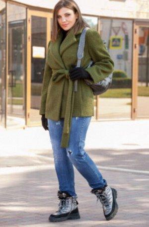 """Пальто Двубортное полу-пальто из буклированного полотна """"Барашек"""". Свободного силуэта под пояс и застежкой на пуговице. Рукав втачной, по полочке в рельефных швах карманы, без подкладки."""