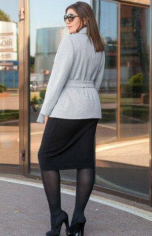 Пальто Двубортное классическое полу-пальто из высококачественного полотна. Свободного силуэта под пояс и застежкой на пуговице. Рукав втачной, по полочкам в рельефных швах карманы, с подкладкой.