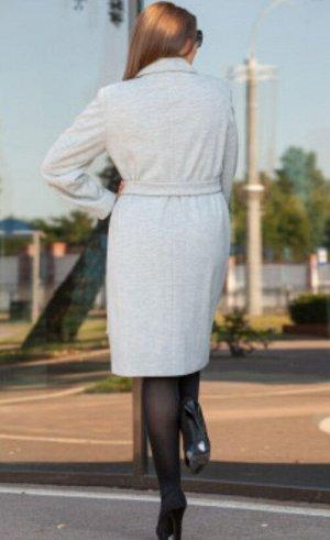 Пальто Двубортное классическое пальто из высококачественного полотна. Свободного силуэта под пояс и застежкой на пуговице. Рукав втачной, по полочкам в рельефных швах карманы, с подкладкой.