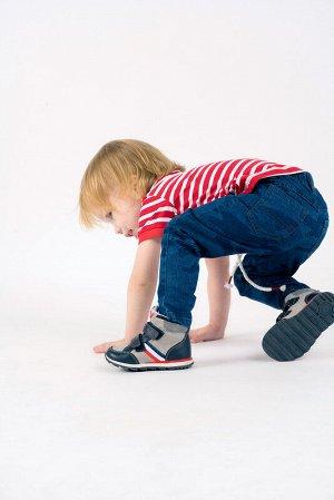 Ботинки Состав: 80% полиуретан, 20% полиэстер Цвет: светло-серый, тёмно-синий, красный, белый Год: 2020 Оригинальные ботинки спортивного стиля будут отлично смотреться с джинсами или спортивными брюка