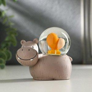 "Сувенир полистоун водяной шар, свет ""Бегемот с подарками"" от батареек МИКС 7,8х8х5 см   51148"