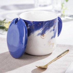 Кружка с керамической крышкой и ложкой «Звёздное небо» 320 мл, 12,5?9?10,5 см, цвет синий