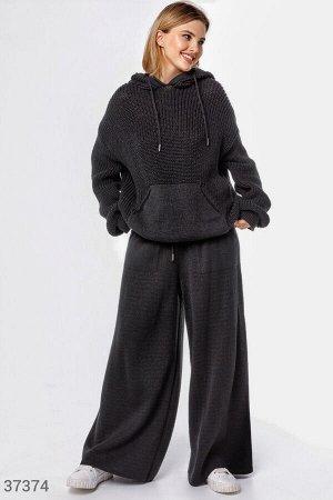 Черный костюм свободного кроя