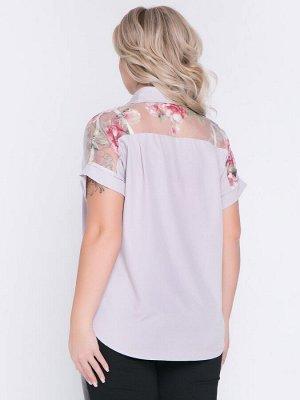 """Блузки Блузка прямого силуэта из блузочной ткани и кокеткой из органзы. Модель с просторными короткими рукавами на манжете. - однотонная расцветка и принт""""цветы"""" - горловина с отложным воротником на"""