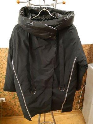 Женская зимняя  куртка черного цвета