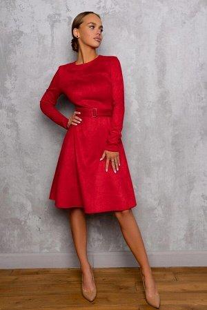 Платье Размер: 44 Замшевое платье очень удобное в носке. Ткань приятная на ощупь, яркого алого цвета. Универсальный фасон, модель подойдет на любую фигуру, сохранит строгость и подчеркнет изящность,