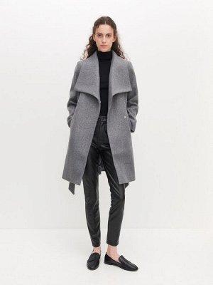 Пальто с широкими лацканами