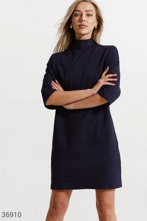 Маленькое платье темно-синего оттенка