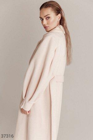 Женственное пальто оттенка айвори