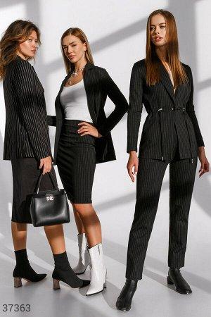 Черный костюм с юбкой