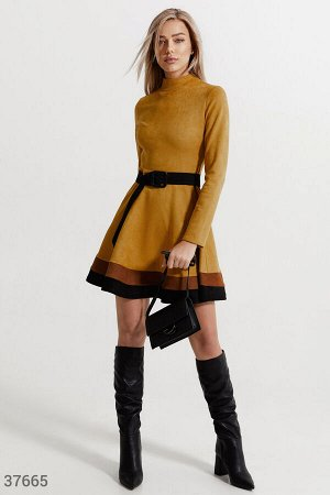 Горчичное платье из мягкой замши