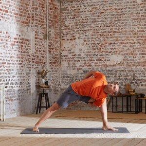 Футболка для динамической йоги бесшовная мужская оранжевая KIMJALY