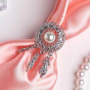 """Кольцо для платка """"Круг с жемчужиной"""" три подвески, цвет белый в серебре"""